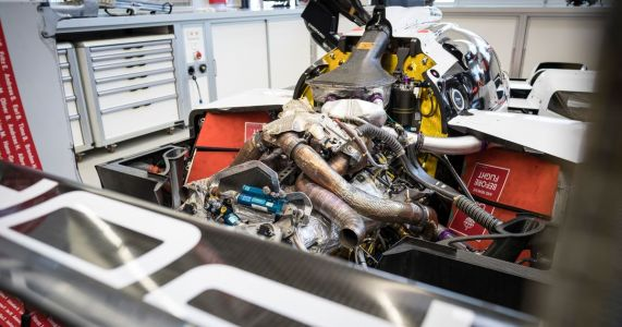 Take A Look At The Naked Details Of The Porsche 919 Hybrid LMP1 Car