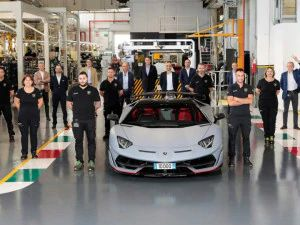 Lamborghini Aventador Crosses 10000 Production Units