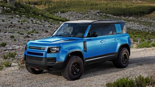 Rumour: Land Rover Working On Defender SVR Packing Over 600 HP