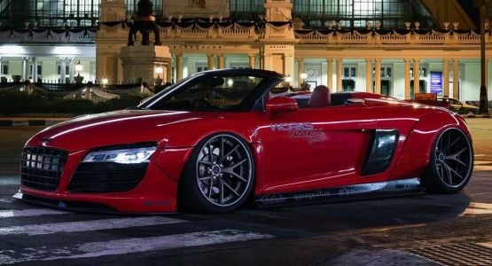 Liberty Walk's Audi R8 Spyder PURRs With New Wheels