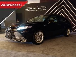 Toyota Camry Hybrid 2019 Walkaround and Launched at Rs 36.95 lakh