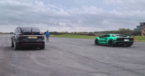 Can A Tesla Model X Beat A Lamborghini Aventador S In A Straight Line?