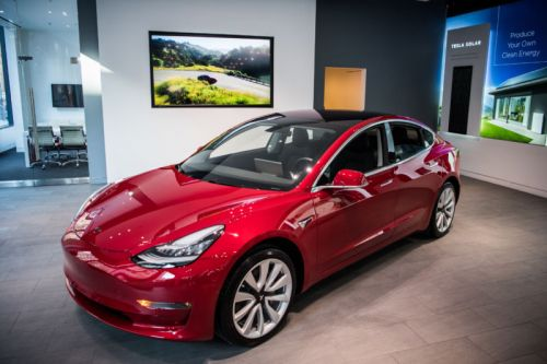 Dual-Motor Tesla Model 3 Can Sprint To 100 KM/H In 3.6 Seconds
