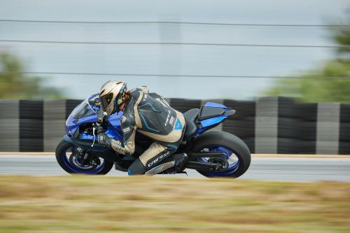 2022 Yamaha YZF-R7 Review Photo Gallery