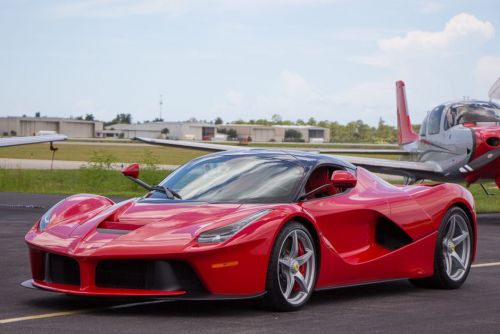 This LaFerrari With Just 150km On The Clock Is Being Auctioned Off Right Now