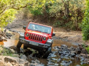 Jeep Wrangler Gladiator Now Get A Gorilla Glass Windshield Option For Better Impact Resistance