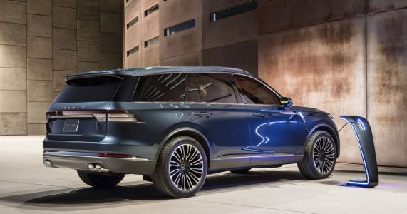 Surprise: The Lincoln Aviator Hybrid Kicks Out Nearly 500bhp And Over 600lb ft