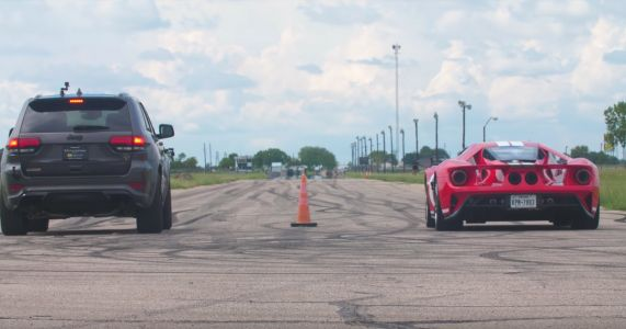 Here's A 1000bhp Jeep Trackhawk Drag Racing A Ford GT