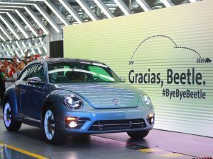 Last Volkswagen Beetle Rolls Off The Assembly Line