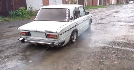 5 Tonnes Of Concrete Are No Match For A Plucky Old Lada