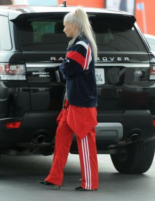 Pia Mia Is Just Another Celebrity In A Range Rover