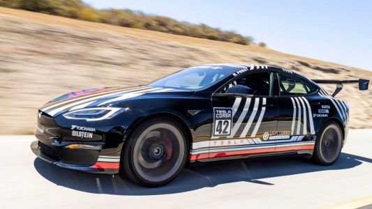 Unplugged Tesla Model S Plaid Flies Passed McLaren P1 and More On Track