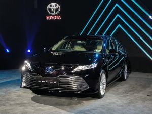 2019 Toyota Camry Launched At Rs 3695 Lakh