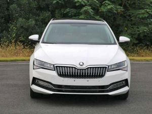 2019 Skoda Superb Facelift Photos Leaked